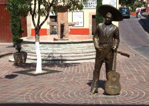 Estatua de Jorge Negrete en Guanajuato