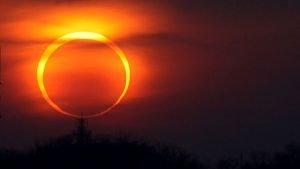 Eclipse Solar. Anillo de Fuego