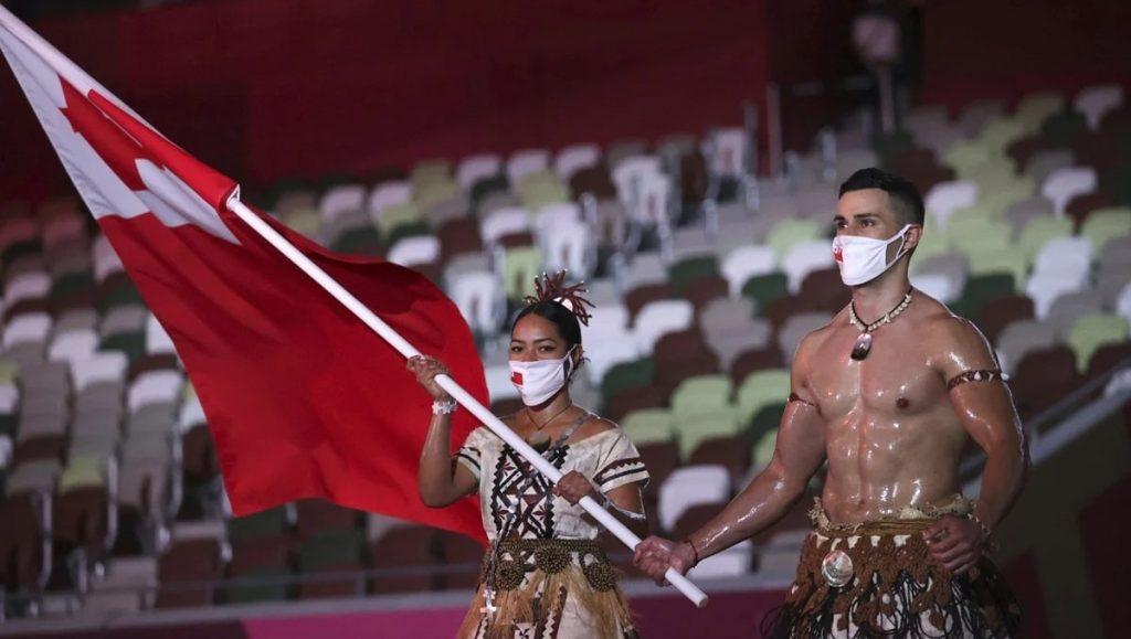 Pita Taufatofua, abanderado de Tonga
