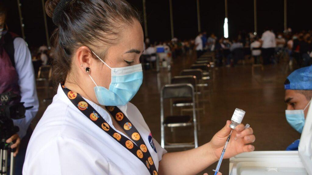 Vacuna 18 a 29 años Guanajuato comienza el 16 de octubre. Conoce los municipios Foto: Especial